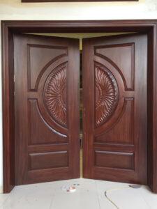 hoàn thiện sơn pu cửa gỗ