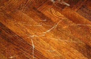 Sàn gỗ bị trầy xước